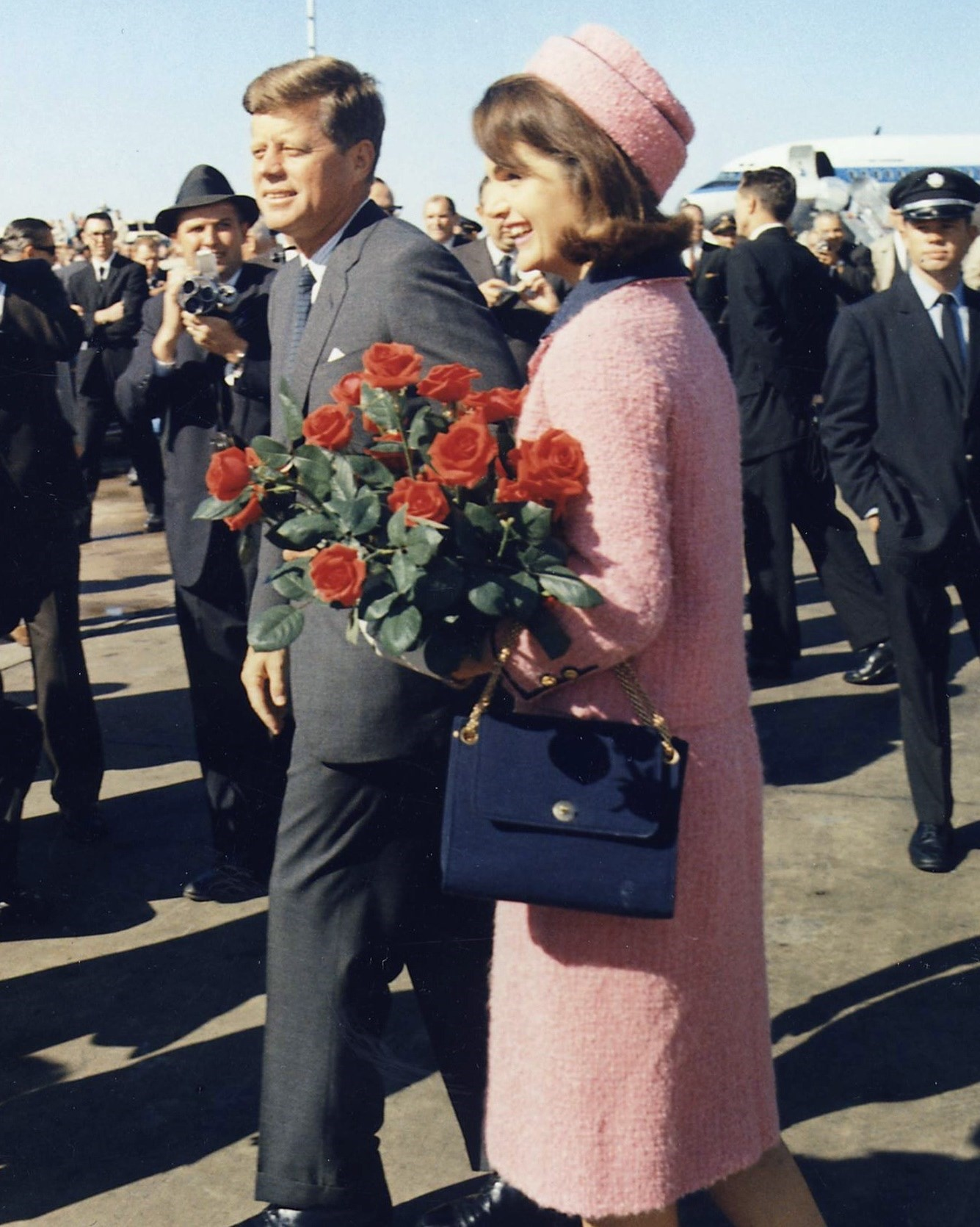 JACKIE O Kennedys_arrive_at_Dallas_11-22-63_(Cropp