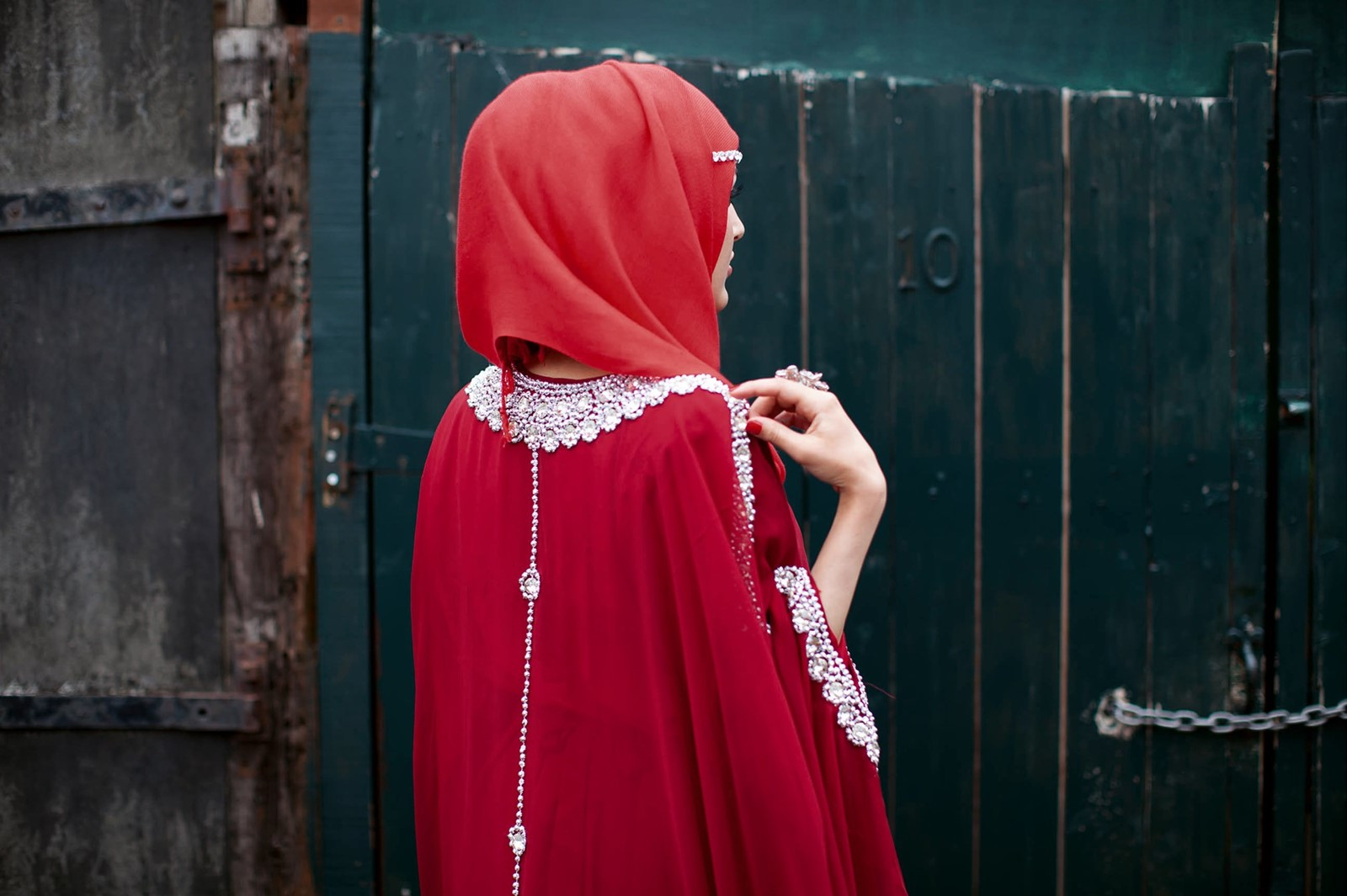 Red hijab, red dress and bling © Mahtab Hussain ta