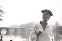 Suzy-Parker-by-the-Seine_-Costume-by-Balenciaga_-1