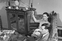 Vivien Leigh, Laurence Olivier and New Boy at home, 1946