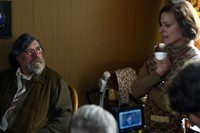 Ricky Tomlinson and Lisa Stansfield on set