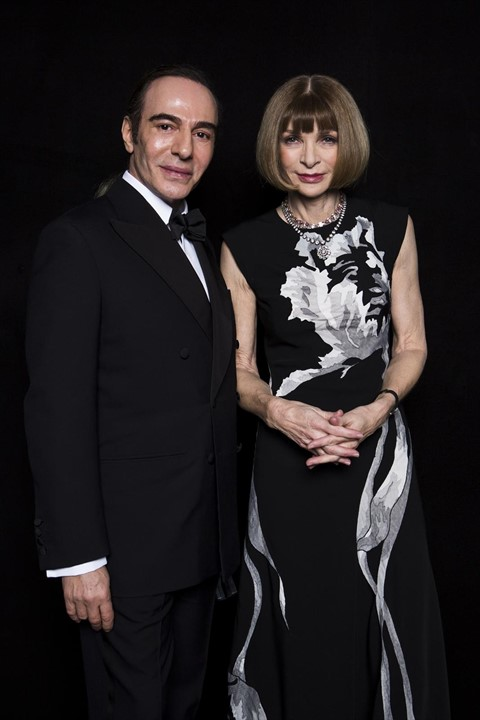 John Galliano and Anna Wintour at the British Fashion Awards