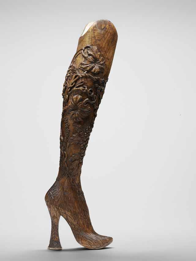 Carved prosthetic legs, Alexander McQueen, No.13, S/S99