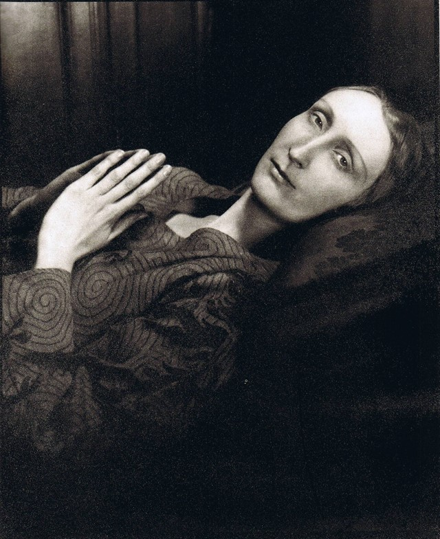 Cecil-Beaton-Portrait-of-Edith-Sitwell1930s