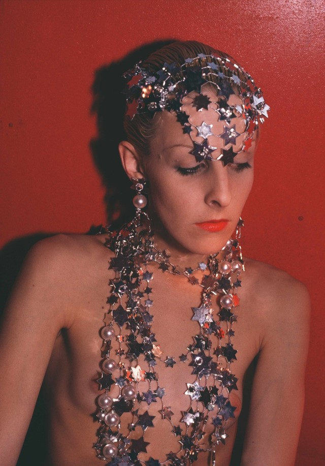 53_Greer modeling jewelry, NYC 1985