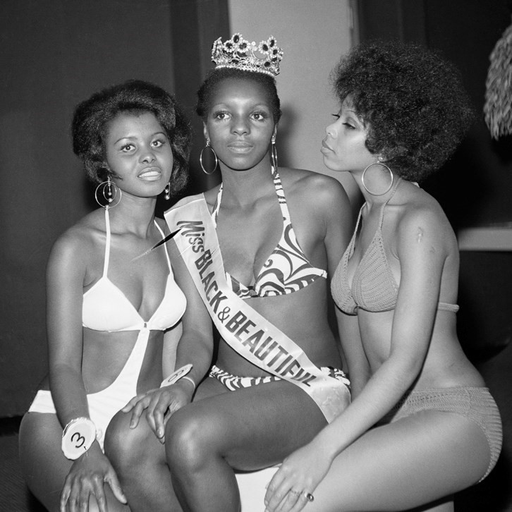 Miss Black & Beautiful with fellow contestants