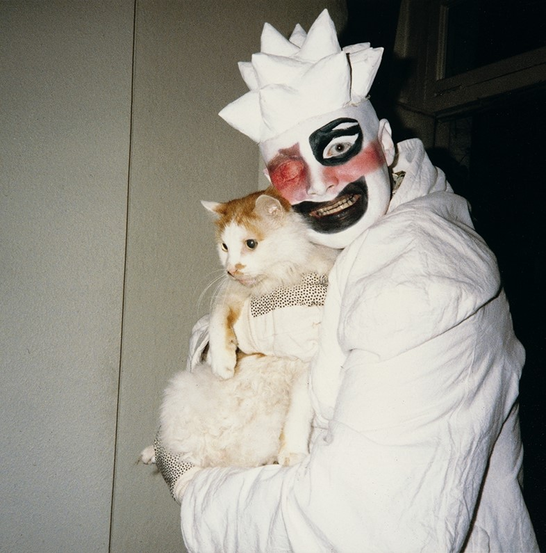 Leigh Bowery with Michael & Gerlinde's cat Gulliver, 1986
