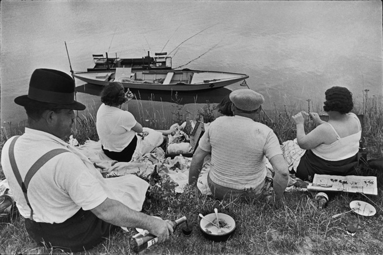 Henri Cartier-Bresson, Sunday on the banks of the Marne, 193