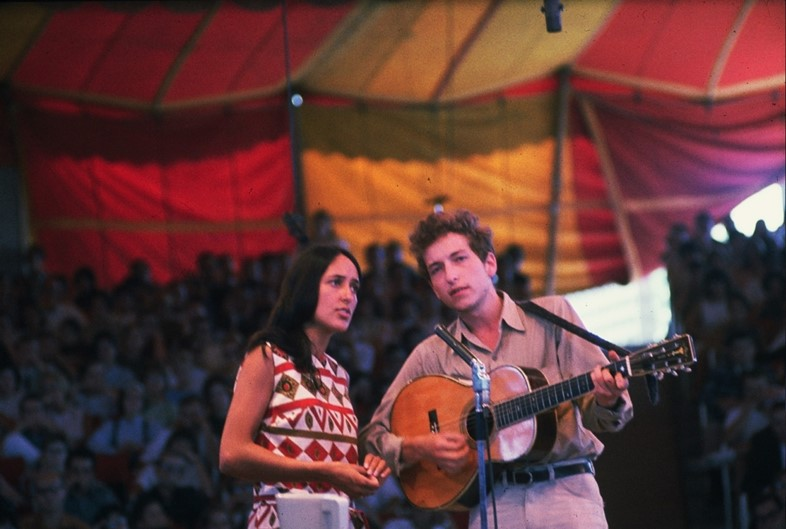 Joan Baez and Bob Dylan performing on stage, 1963