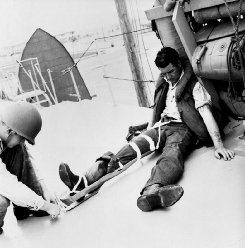 Eames leg splint being fitted to a soldier, 1943