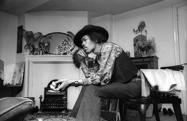 384B_38-Jimi-Hendrix-at-23-Brook-Street,-1969.-Cre