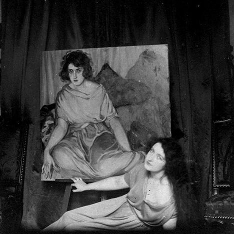 ira-perrot-with-1922-portrait-of-her-by-tamara-de-