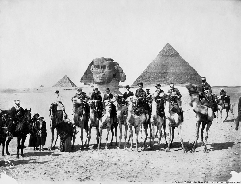Gertrude-Bell-seated-between-Winston-Churchill-and