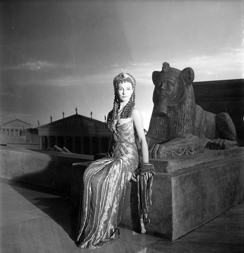 Cecil-Beaton,-Vivien-Leigh-as-Cleopatra,-1944