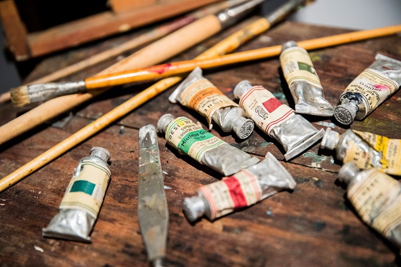 Vivien's-artist's-palette,-paints-and-paintbrushes