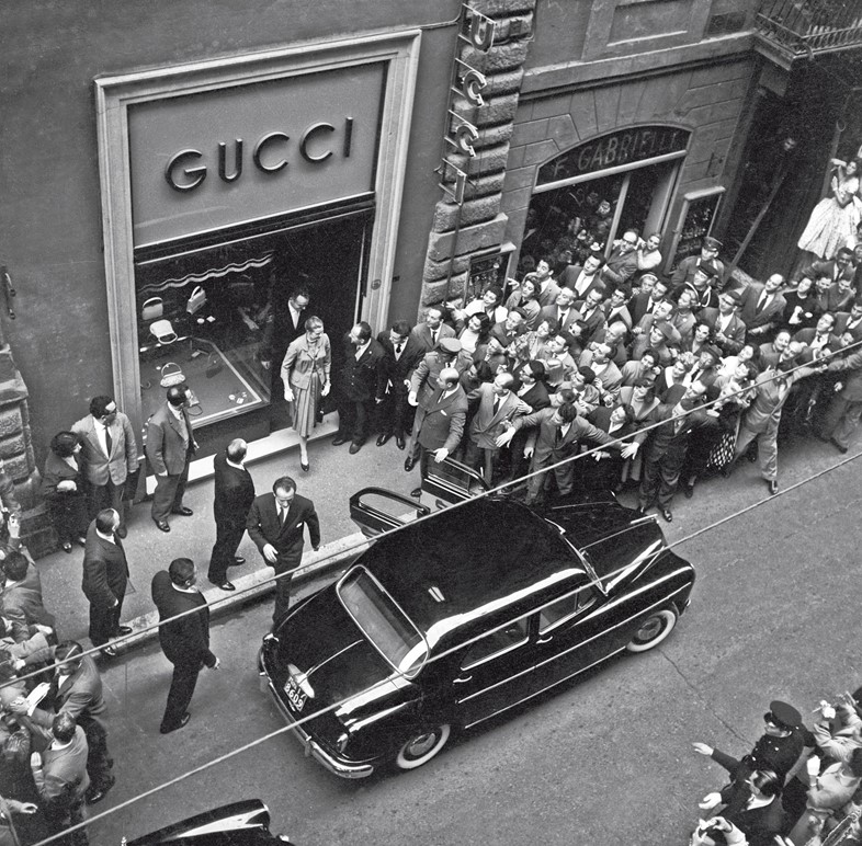 636b8d2e264e How Grace Kelly Was Behind One of Gucci s Most Memorable Prints ...