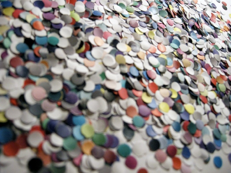 100 Billion Suns 2011, Confetti cannon, 3261 pieces of paper