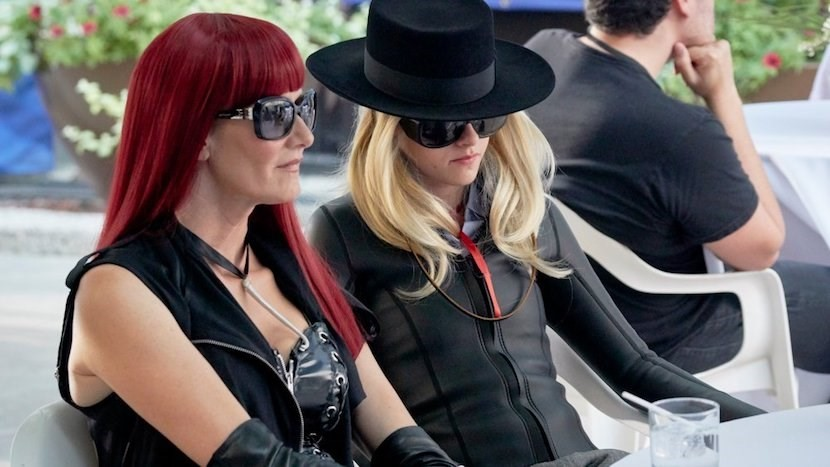 jt-leroy-2019-002-laura-dern-kristen-stewart-table