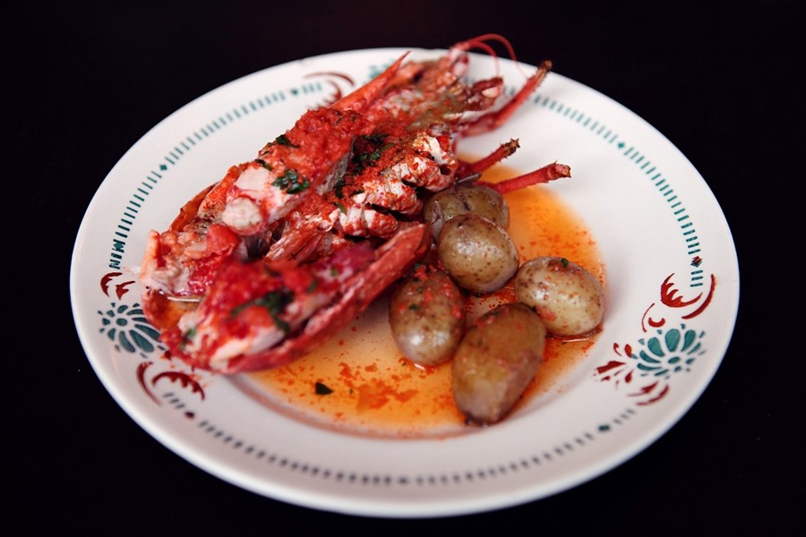 Half lobster with jersey royals